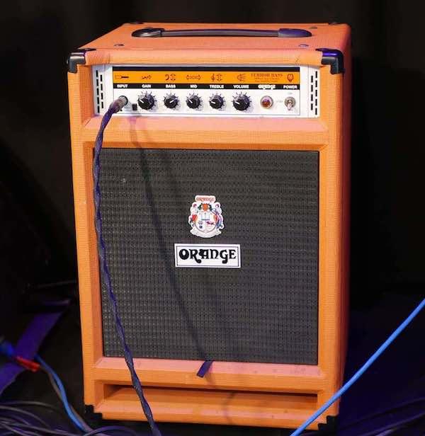 Orange Terror Amp auf Bühne