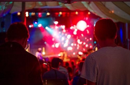 FOH Tontechniker bei Konzert
