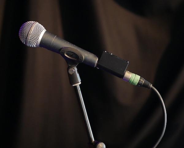 Shure SM58 mit Optogate PB-05 auf Mikrofonstativ