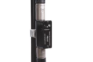 Optogate PB-07 auf Mikrofonstativ befestigt